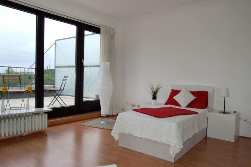Ausgang zur Terrasse_1000x665 - Penthouse-Appartement, Dachterrasse, EBK und Schwimmbad im Haus.
