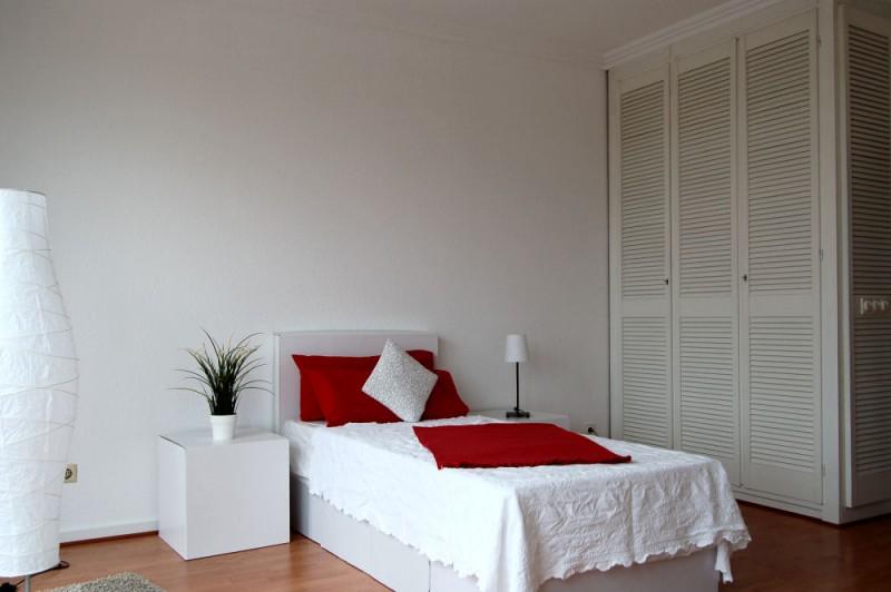 Details Einbauschrank_1000x665 - Penthouse-Appartement, Dachterrasse, EBK und Schwimmbad im Haus.