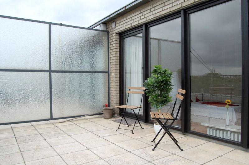 grosse Terrasse_1000x665 - Penthouse-Appartement, Dachterrasse, EBK und Schwimmbad im Haus.