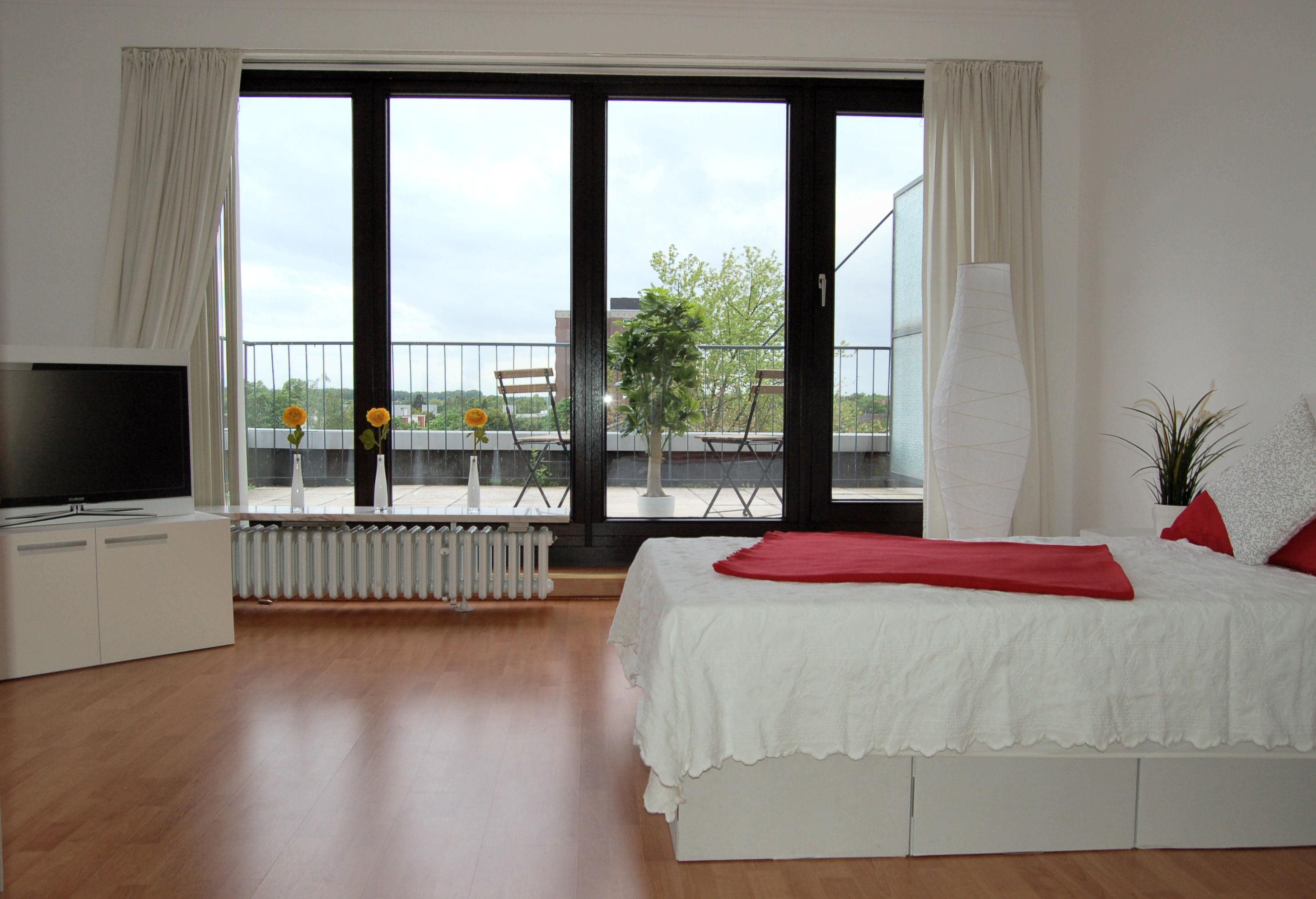 viel Platz_1000x665 - Penthouse-Appartement, Dachterrasse, EBK und Schwimmbad im Haus.
