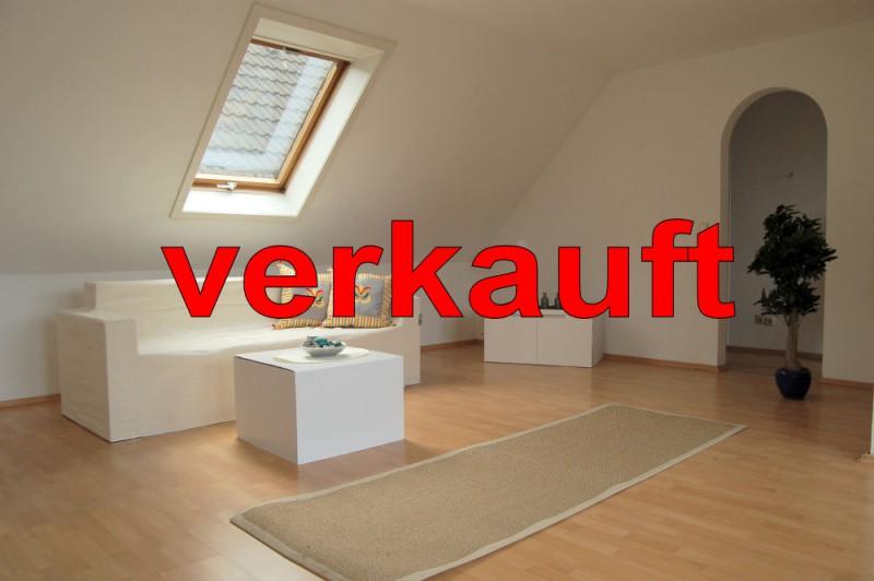 Blick ins WZ_1000x665_verkauft - Dachgeschosswohnung mit Flair, der perfekte Start für die junge Familie.
