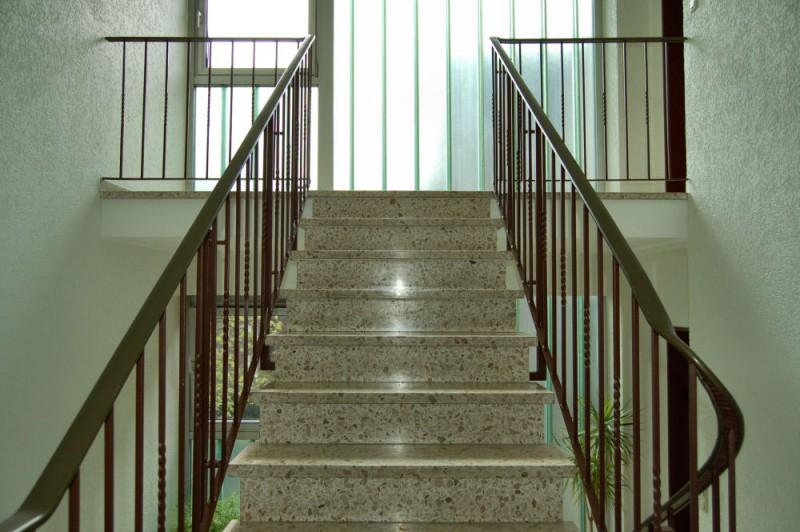 Treppenaufgang_1000x665 - Dachgeschosswohnung mit Flair, der perfekte Start für die junge Familie.