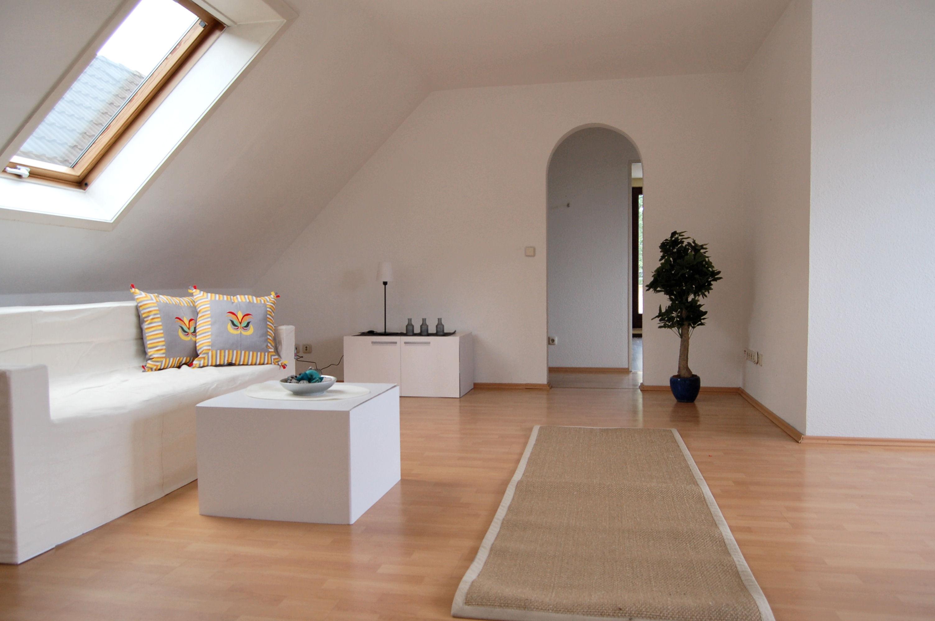 Wohnbereich_1_1000x665 - Dachgeschosswohnung mit Flair, der perfekte Start für die junge Familie.