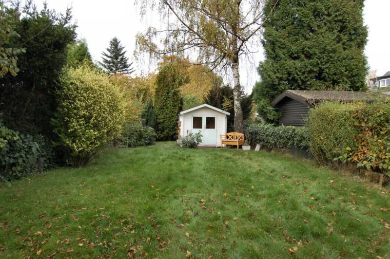 Blick in den Garten_1_1000x665 - Dachgeschosswohnung mit Ausbaureserve und Garten Nutzung möglich.