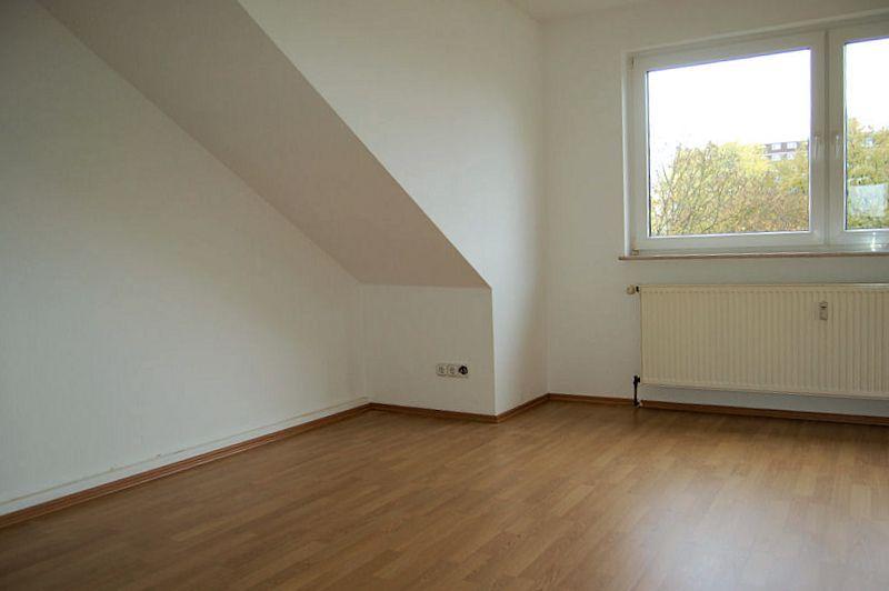 gem tliche single wohnung im dachgeschoss mit balkon ines biedermann immobilien verkauf. Black Bedroom Furniture Sets. Home Design Ideas