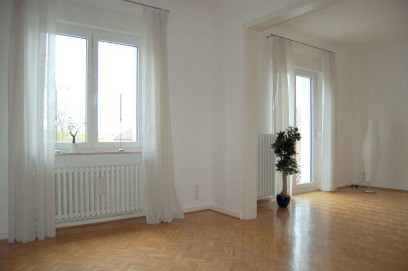 gehoben wohnen wie ein eigent mer mit parkett hohen decken einbauk che und balkon ines. Black Bedroom Furniture Sets. Home Design Ideas