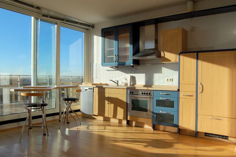 was f r ein ausblick wohnen auf der lakronstrasse ines biedermann immobilien verkauf. Black Bedroom Furniture Sets. Home Design Ideas