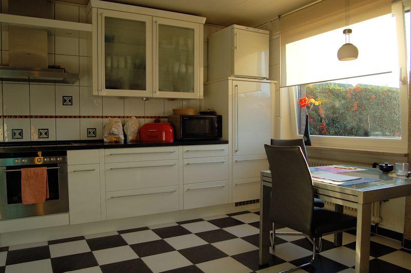 Blick in die Küche - Neuss – Rosellen, das nächste Frühjahr kommt und der Garten wartet schon auf Sie.