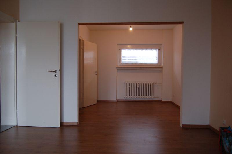 - Gepflegte 2-3 Zimmer-Wohnung mit Wannenbad und Loggia