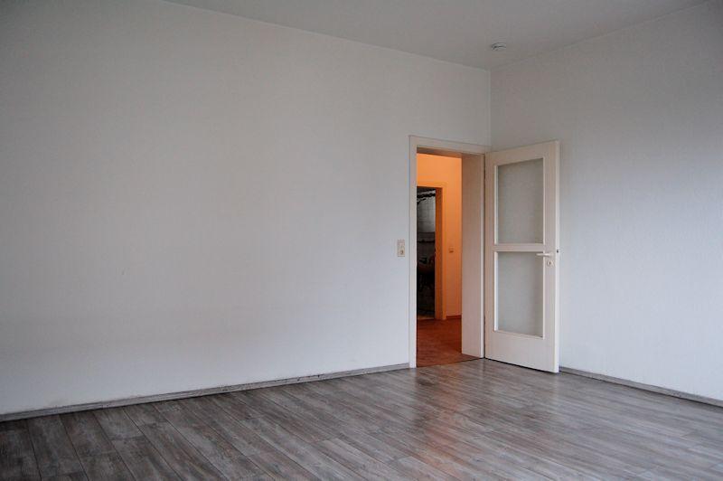 - Top WG Angebot, 2- Zimmer Wohnung in Bilk mit Wohnküche, EBK und Wannenbad Nähe Uni